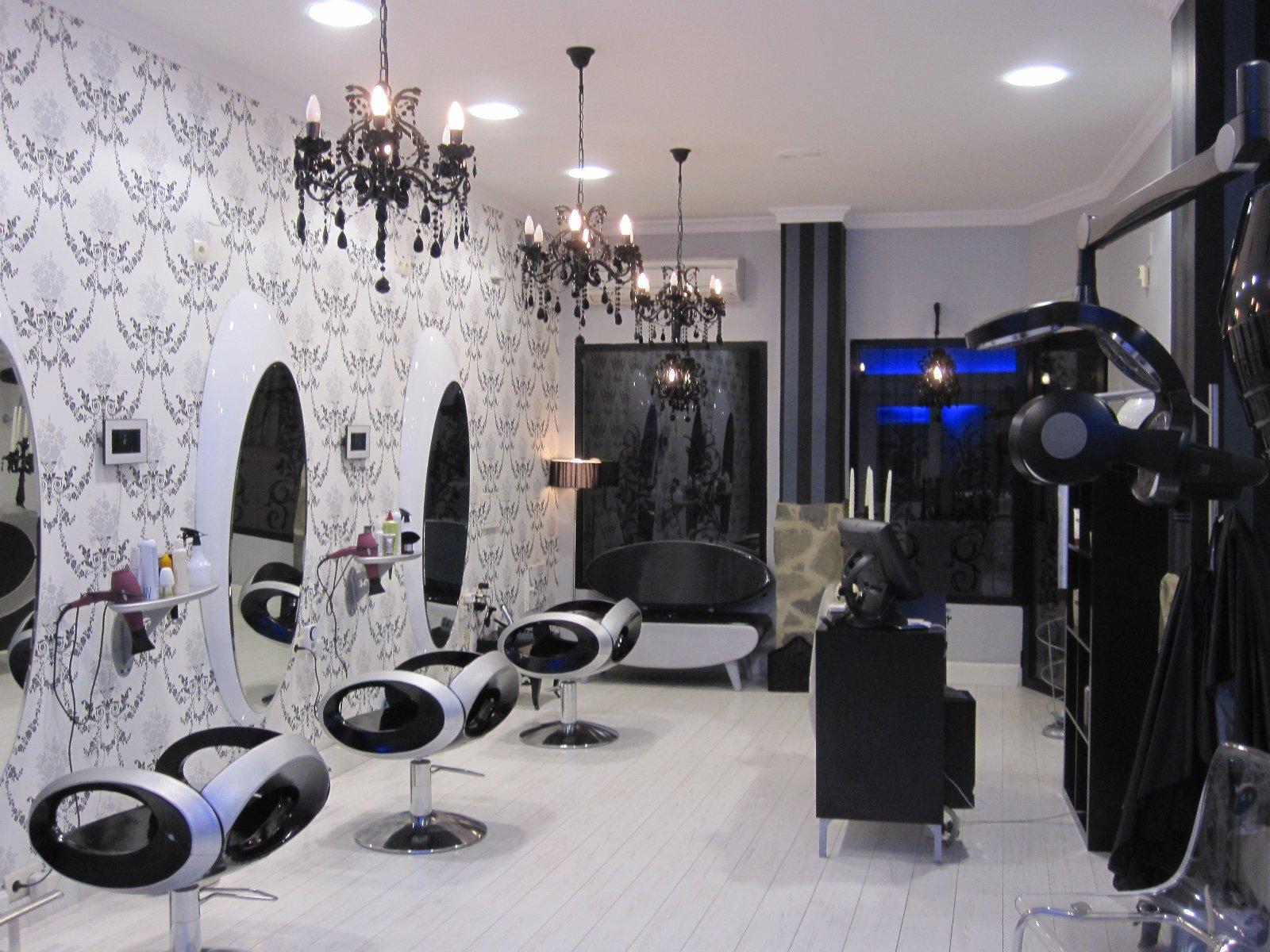 Peluqueria unisex claudio en almendralejo extremaduradavida for Disenos de espejos para peluqueria