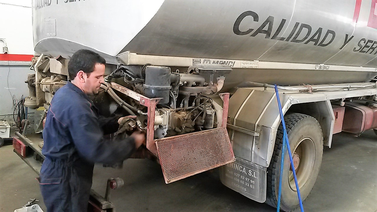 Taller mecánica camiones La capellania Cáceres San Jorge