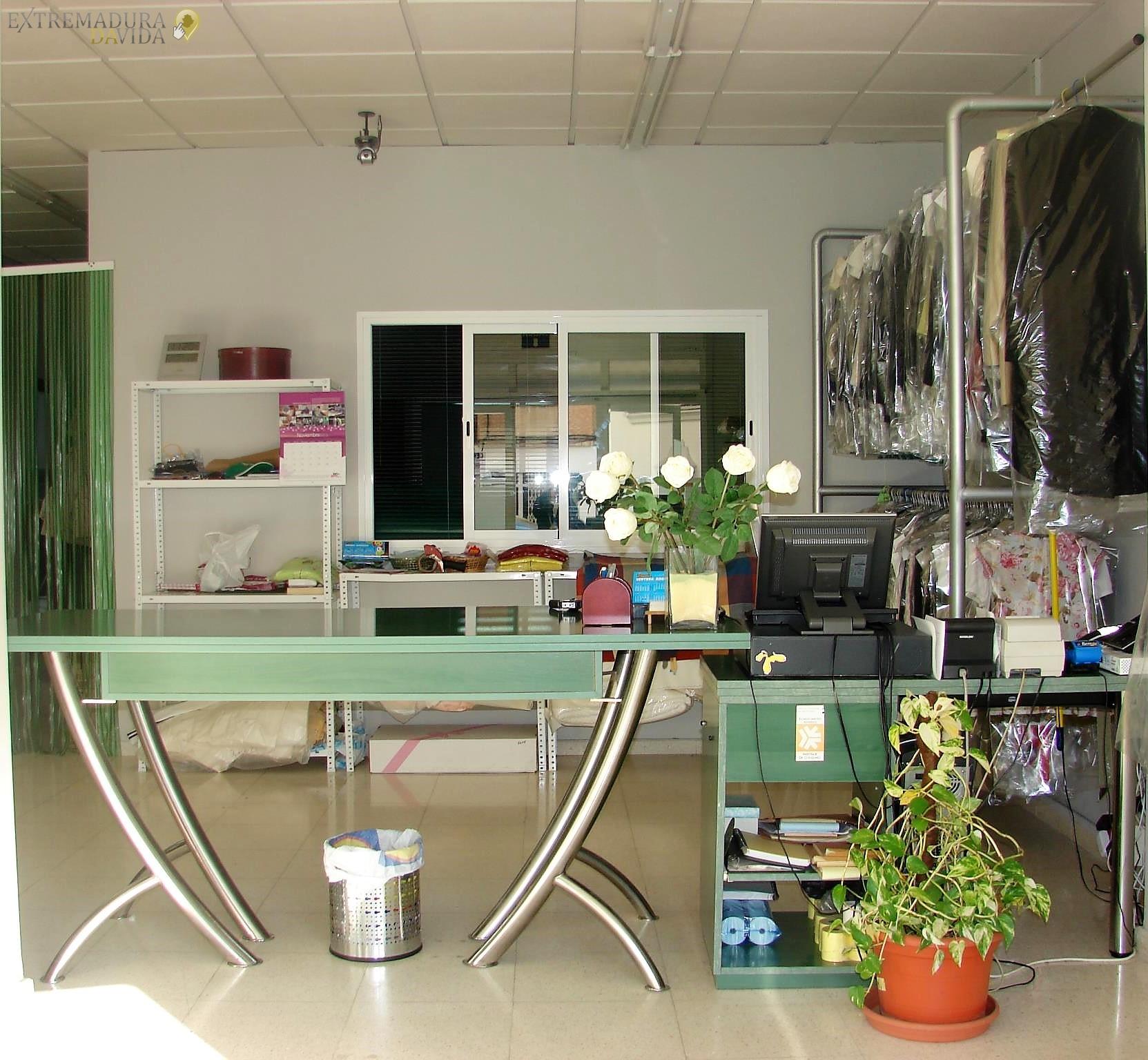 tintoreria-lavanderia almendralejo helena