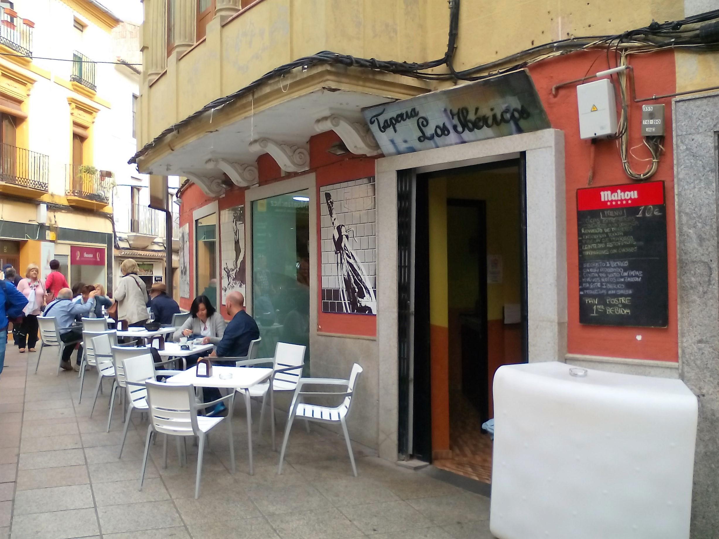 taperia-restaurantes-caceres-ibericos-entrada