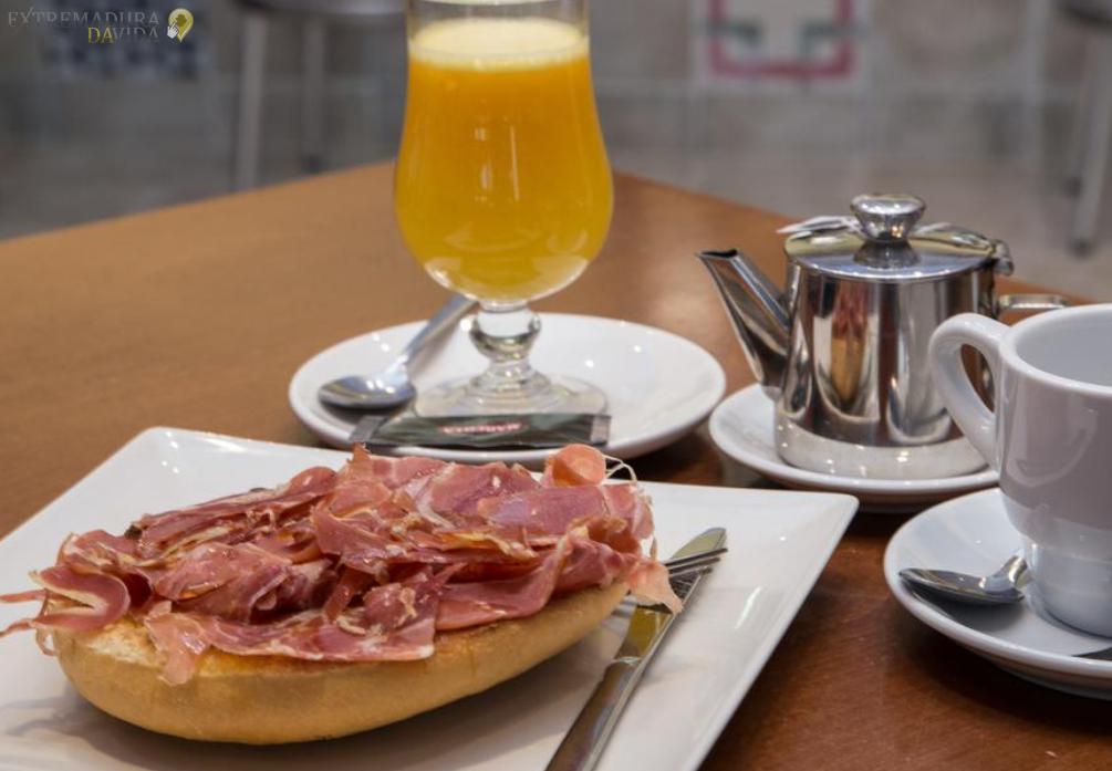 Restaurante Area de servicio A66 Ruta de la Plata Los Llanos de Extremadura