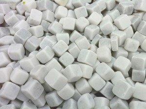Dados marmol blanco jardines