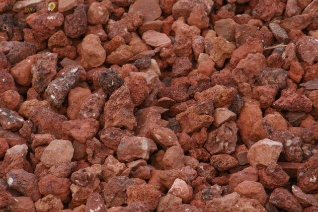 Piedra volcanica roja