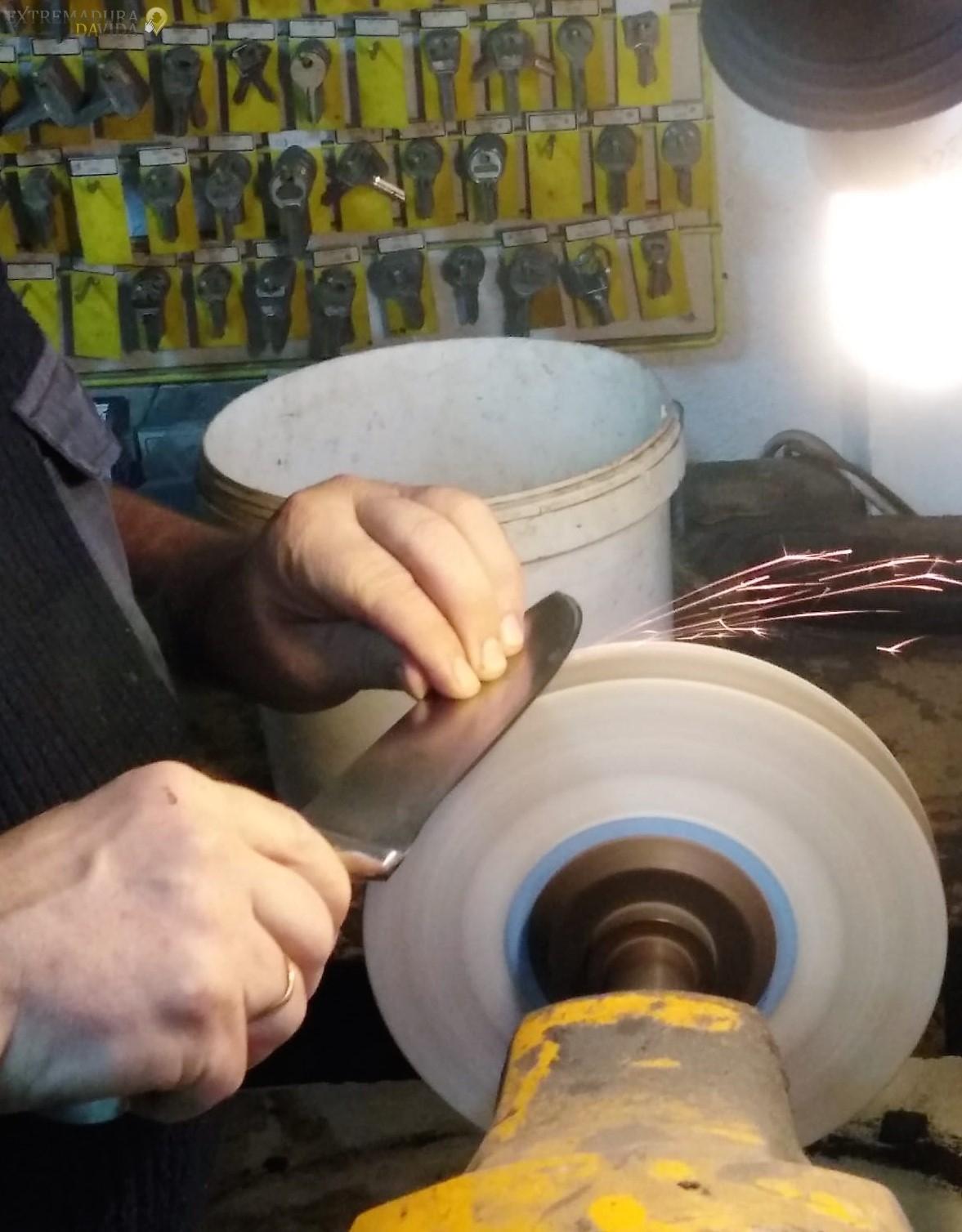 Reparación de calzado Afilados en cáceres Rapid