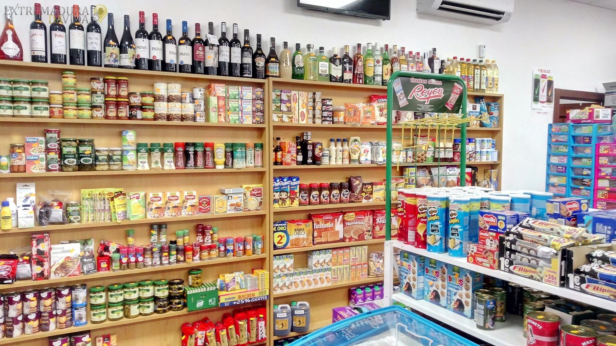 Multitienda en el Cáceres Viejo Alimentación chuches bebidas